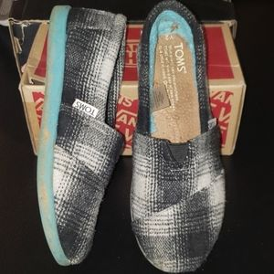 Youth Toms size Y2 black and cream